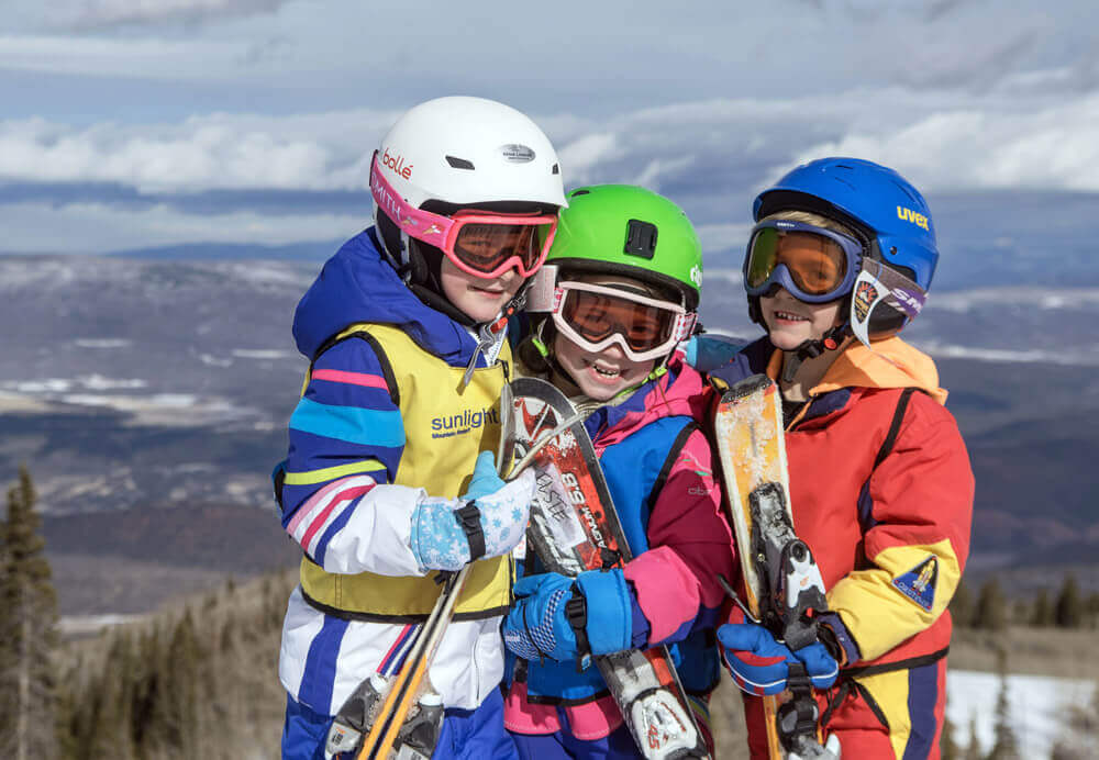 kids posing while skiing