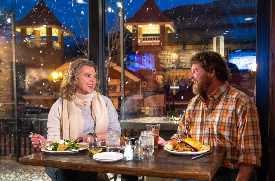 couple dining in glenwood springs